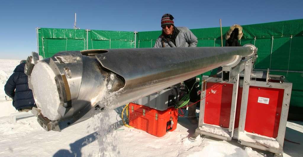 Carottages glaciaires réalisés au Groenland. © Nasa Goddard Space Flight Center, CC by-nc 2.0