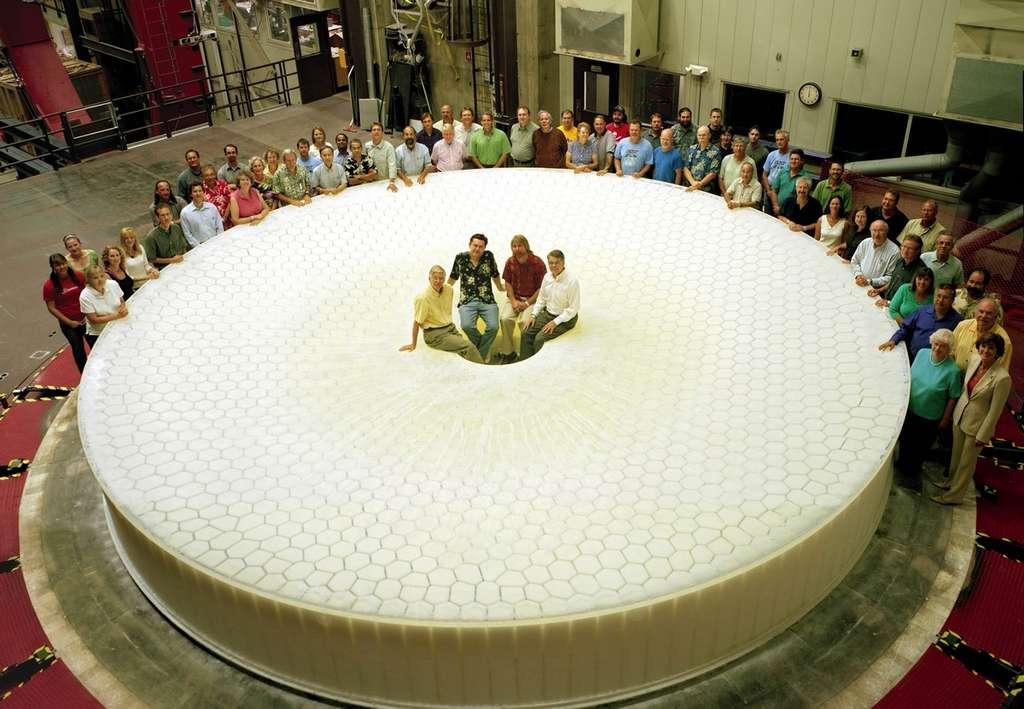 Été 2008 : le coulage du grand miroir est terminé. © H. Lester/LSST Corporation