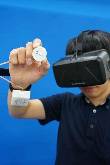 La technologie du 3D haptique devrait contribuer à la possibilité, un jour prochain, de se servir d'un robot comme d'un avatar tout en ressentant les objets qu'il manipulerait. © 2014 Miraisens Inc