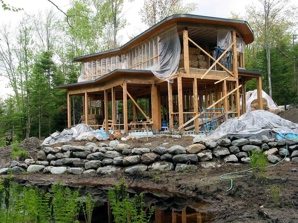 Cette maison écologique est construite à base de parpaings de paille. © Colin Rose CC by-sa 2.0