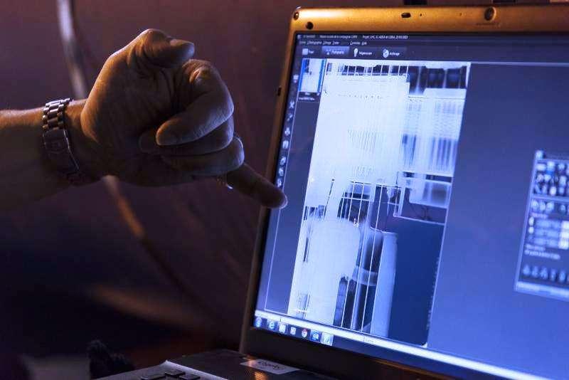 Une des images fournies par la radiographie concernant le dipôle supraconducteur dans le secteur 3-4 du LHC où un court-circuit est survenu le 21 mars. © Maximilien Brice, Cern