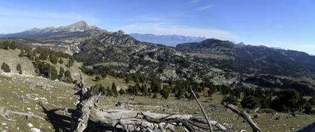 Vue vers le nord de la Réserve des Hauts-Plateaux depuis les rochers du Plautret. © Bruno Veillet - Tous droits réservés