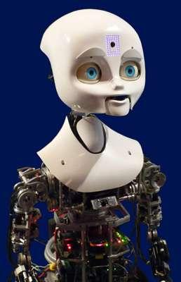 Nexi, développé au MIT Media Lab., est un robot capable d'exprimer les principales émotions grâce aux parties mobiles de son visage. © J.-C. Heudin
