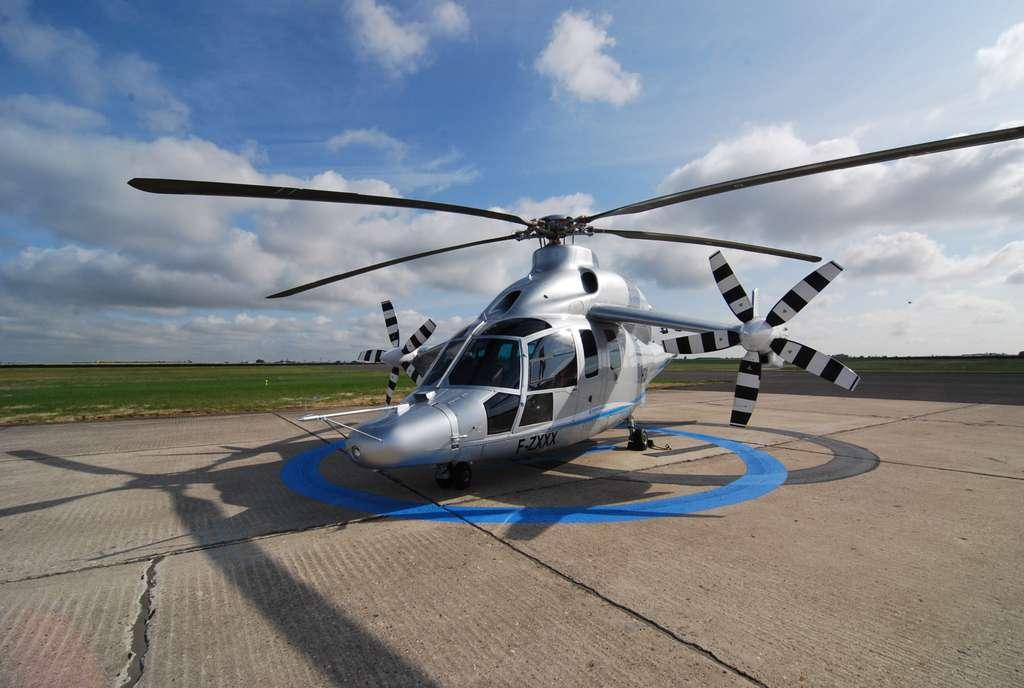 Les présentations en vol qui ont été faites au Bourget font partie de la campagne d'essai. Le X3 fait bien mieux qu'un hélicoptère classique. Il se comporte comme un avion dès qu'il dépasse quelques dizaines de nœuds. © Rémy Decourt