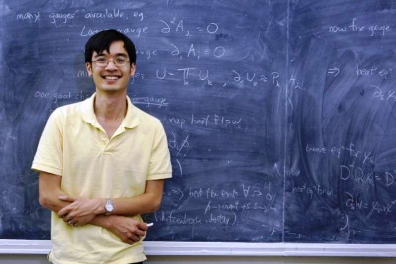 Terence Tao, le surdoué docteur en mathématique à l'âge de 21 ans, est aujourd'hui professeur à l'Université de Californie à Los Angeles, États-Unis. Il a reçu, avec Bourgain, le prix Crafoord de mathématique. © Reed Hutchinson/Ucla