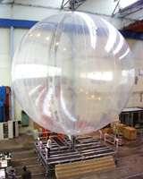 Préparation de ballons stratosphériques du CNES pour mesurer l'ozone au-dessus de l'Antarctique (Crédits : CNES)