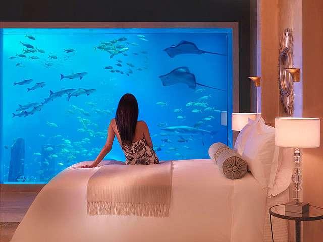 La suite Poséidon de l'hôtel Atlantis, à Dubaï, avec vue sous la mer