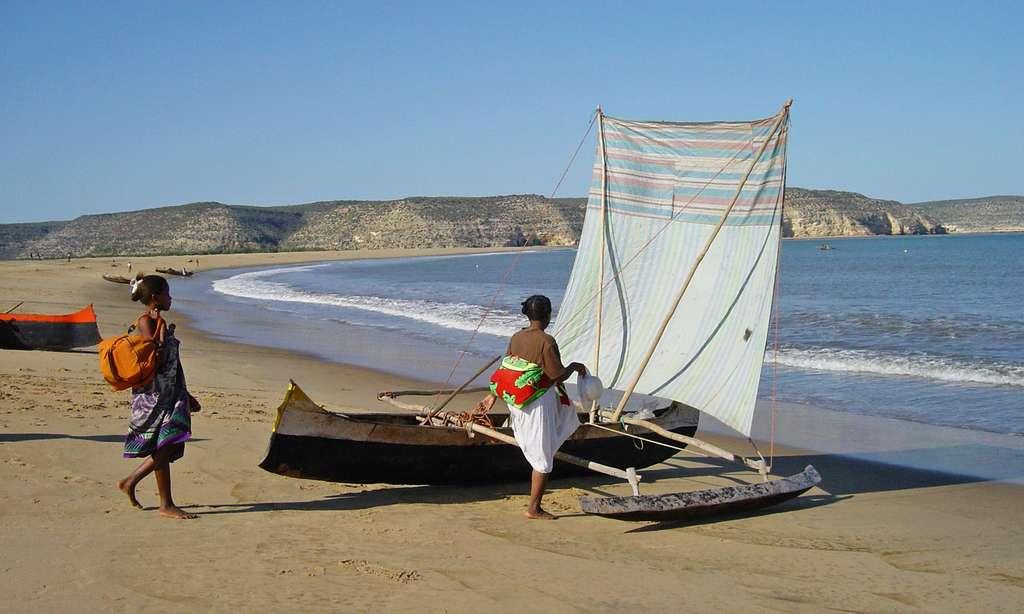 Pirogue des pêcheurs Vezo, prête à affronter la mer