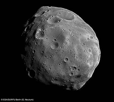 Image de Phobos obtenue au moyen de l'instrument HRCS de Mars Express le 28 juillet 2008 (5870ème orbite). Crédit Esa/DLR/FU Berlin (G. Neukum)
