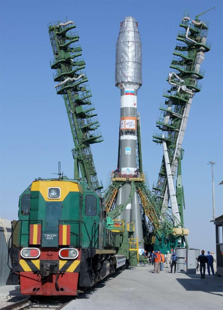 Quelques jours avant le lancement de Metop-B, le lanceur Soyouz de Starsem est transféré sur son pas de tir du cosmodrome de Baïkonour. © Starsem