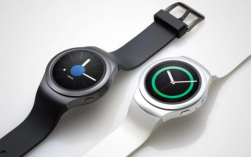 Avec la Gear S2, Samsung s'oriente lui aussi vers un style proche des montres classiques. © Samsung