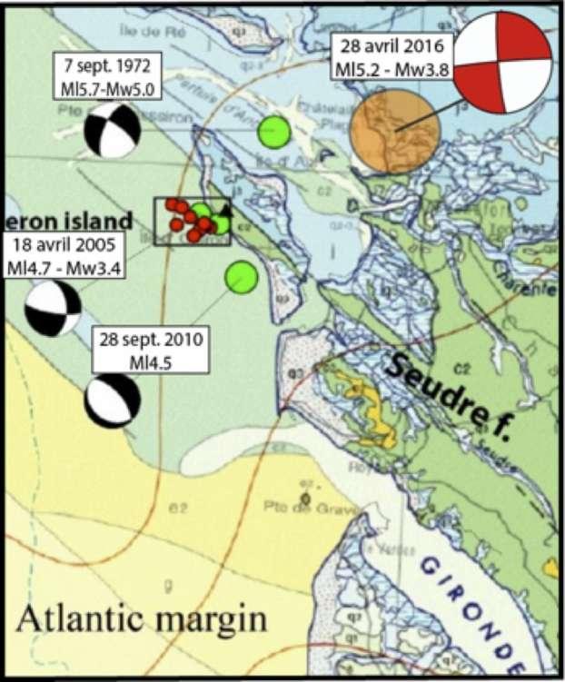 Le cercle orange indique la zone épicentrale du séisme du 28 avril 2016 à 8 h 46 heure locale (6 h 46 TU) prenant en compte l'incertitude liée aux différentes localisations par le LDG, le RENASS, et le CSEM. Son mécanisme au foyer est représenté en rouge (méthode FMNEAR, B. Delouis). Les précédents évènements sont mentionnés, d'après Mazabraud et al. (2013). © CNRS