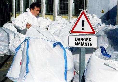 L'amiante est l'un des cancérigènes les plus connus. Aujourd'hui, les fibres d'amiante sont autant que possible retirées pour éviter les problèmes. © Brunolaon, Flickr, cc by nd 2.0