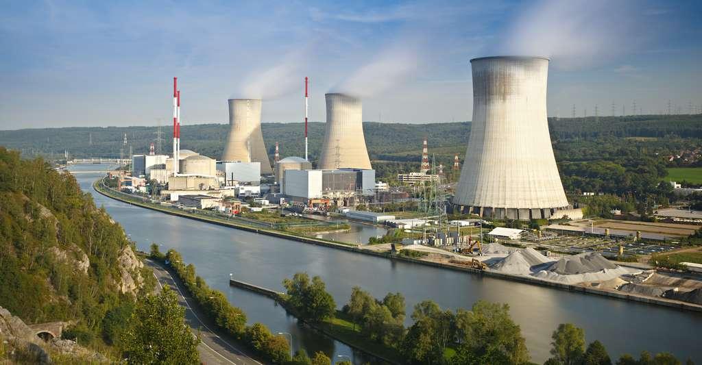 Plus de 50 % de la population mondiale estime que le nucléaire produit du CO2 (chiffre observatoire international climat et opinions publiques/EDF/Ipsos). «C'est vrai si l'on considère l'ensemble du cycle de production d'électricité nucléaire, comme ce serait vrai aussi concernant le solaire ou l'éolien. Mais c'est sans commune mesure avec les émissions dues à la production d'électricité par des centrales à charbon ou au gaz, par exemple», précise Pierre Toulhoat. © IndustryAndTravel, Adobe Stock