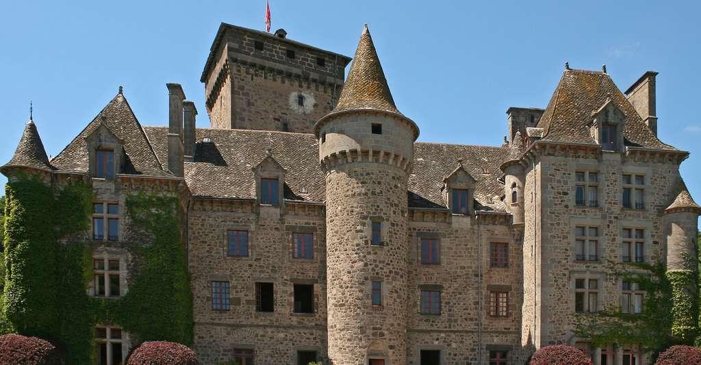 La façade du Château de Pesteils, sur la commune de Polminhac, dans le Cantal (France). © Berrucomons, Wikimedia, GFDL