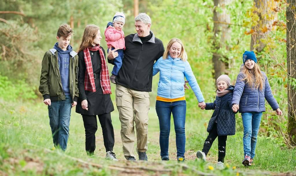 Certains avancent qu'avoir moins d'enfants permet de limiter son empreinte carbone. © Kadmy, Adobe Stock