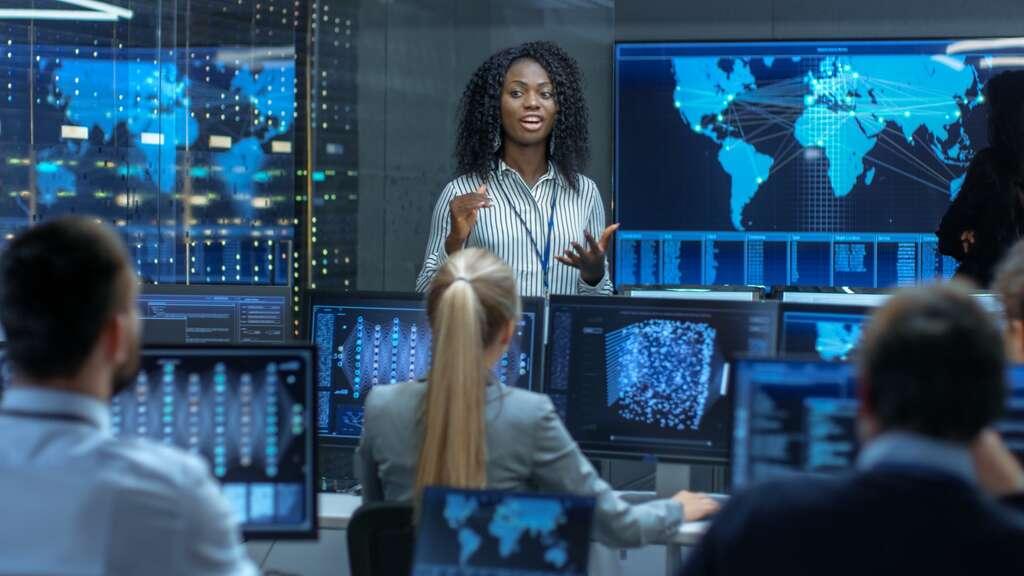 Les entreprises n'hésitent pas à former elles-mêmes en proposant de nombreux stages. © Gorodenkoff, Adobe Stock