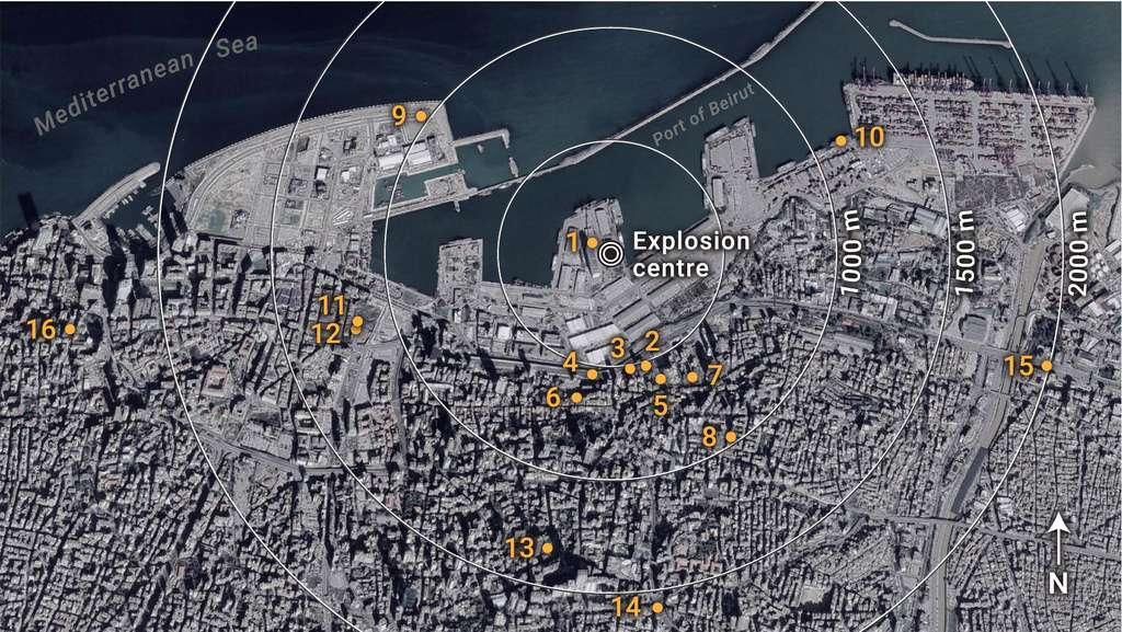 La carte montre les 16 points de localisation utilisés pour estimer l'onde de déflagration. © S. E. Rigby et al., Shock Waves, 2020