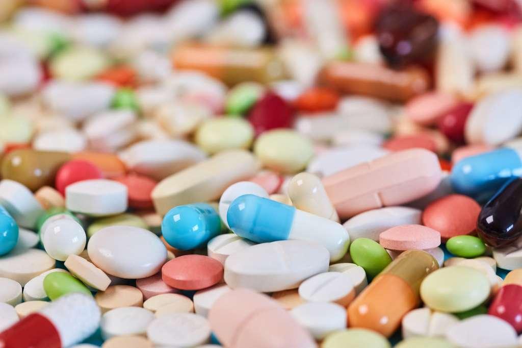 Pour certains, c'est peut-être le moment de s'éloigner de la culture du « tout médicament » et de privilégier des approches préventives. © Robert Kneschke