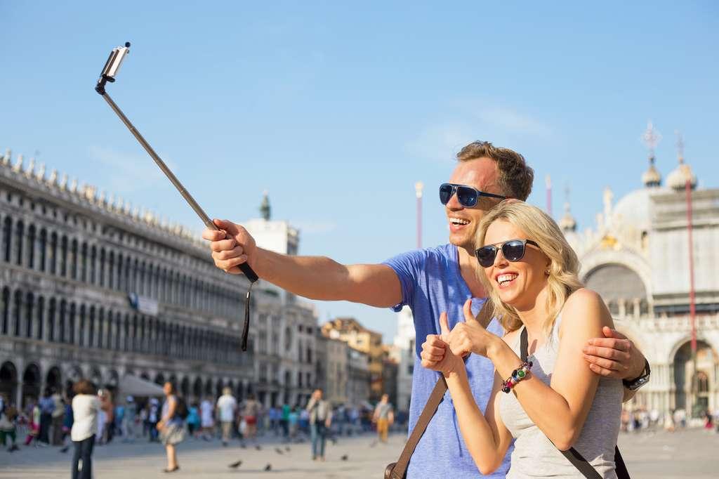 La perche à selfie. © Kaspars Grinvalds, Adobe Stock