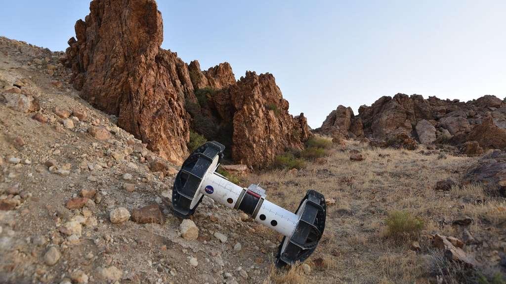 Articulé sur un axe unique, le segment Axel est capable de s'attaquer aux terrains compliqués. © NASA, JPL-Caltech, J.D. Gammell
