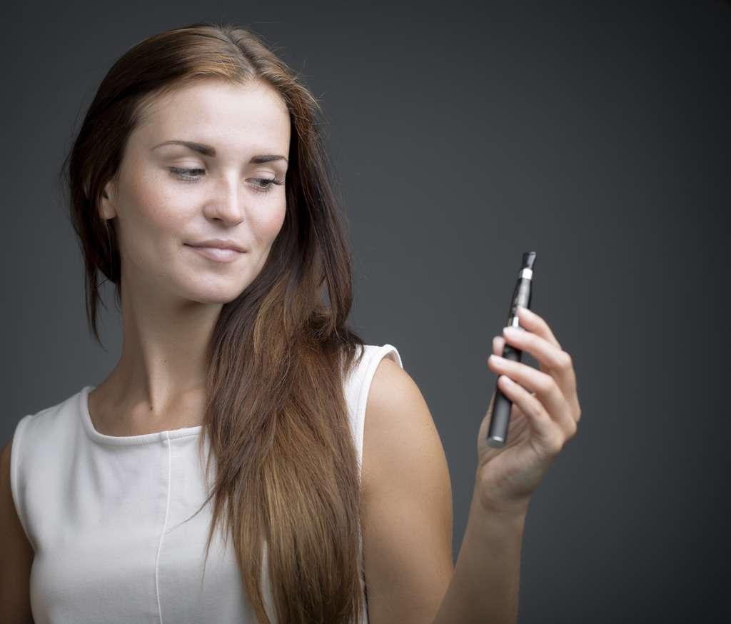 La cigarette électronique, avec ou sans nicotine ? © leszekglasner, Adobe Stock