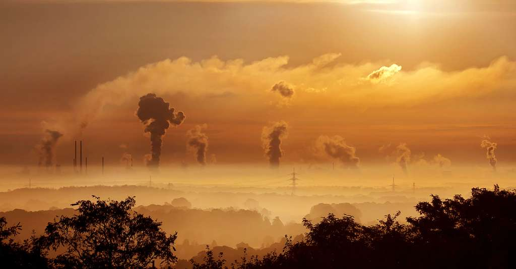 Quel est l'impact de l'activité humaine sur l'atmosphère ? Ici, des émanations de fumées. © Foto-Rabe, DP