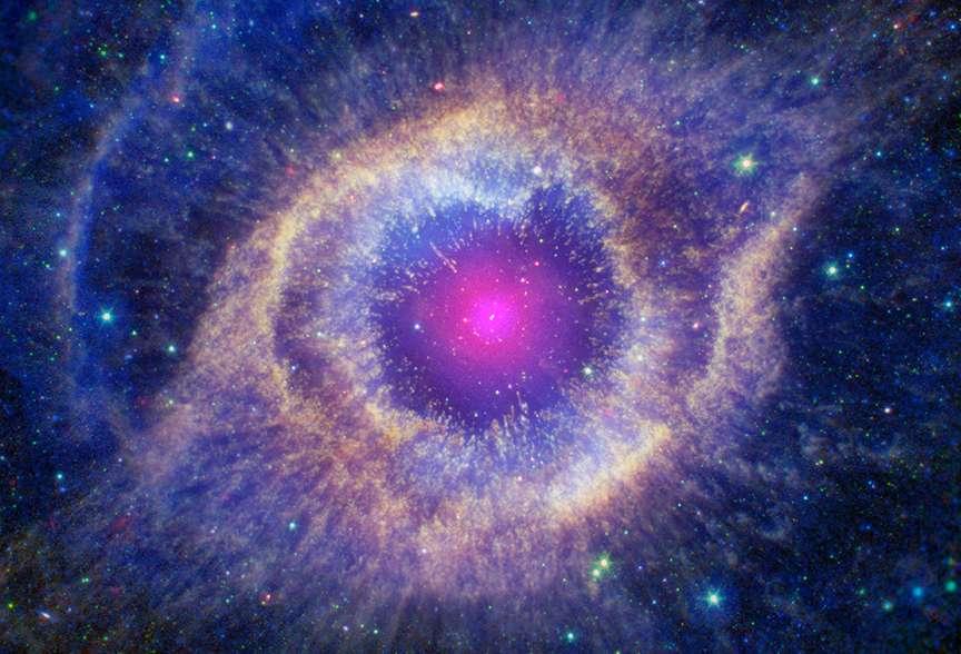 Sa ressemblance avec un œil vaut à la nébuleuse planétaire de l'Hélice le surnom d'œil de Dieu. © X-ray: Nasa/CXC; Ultraviolet: Nasa/JPL-Caltech/SSC ; Optical : Nasa/STScI(M. Meixner)/ESA/Nrao (T.A. Rector); Infrared : Nasa/JPL-Caltech/K. Su