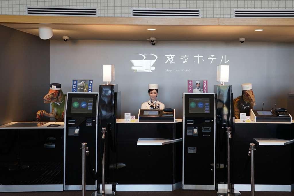 Les robots de l'hôtel Henn-na sont au chômage. © Henn-na Hotel