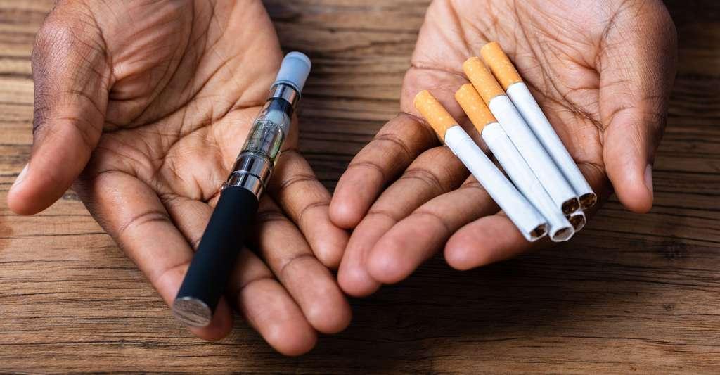 La e-cigarette doit être perçue comme un moyen progressif d'arrêter de fumer. Au-delà, elle représente uniquement un risque supplémentaire ou une porte d'entrée vers la dépendance nicotinique. © Andrew Popov, Fotolia