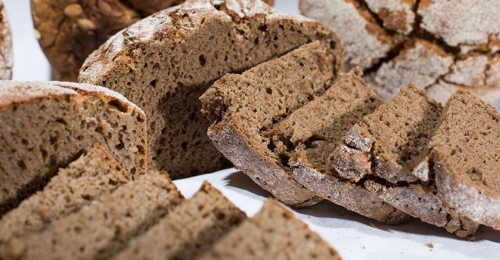 Le pain de seigle est moins calorique qu'un pain de campagne. © Avaiomedia, Pixabay, DP