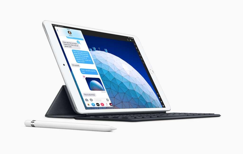 Simple tablette, l'iPad est devenu aujourd'hui un ordinateur avec son stylet et son clavier. © Apple