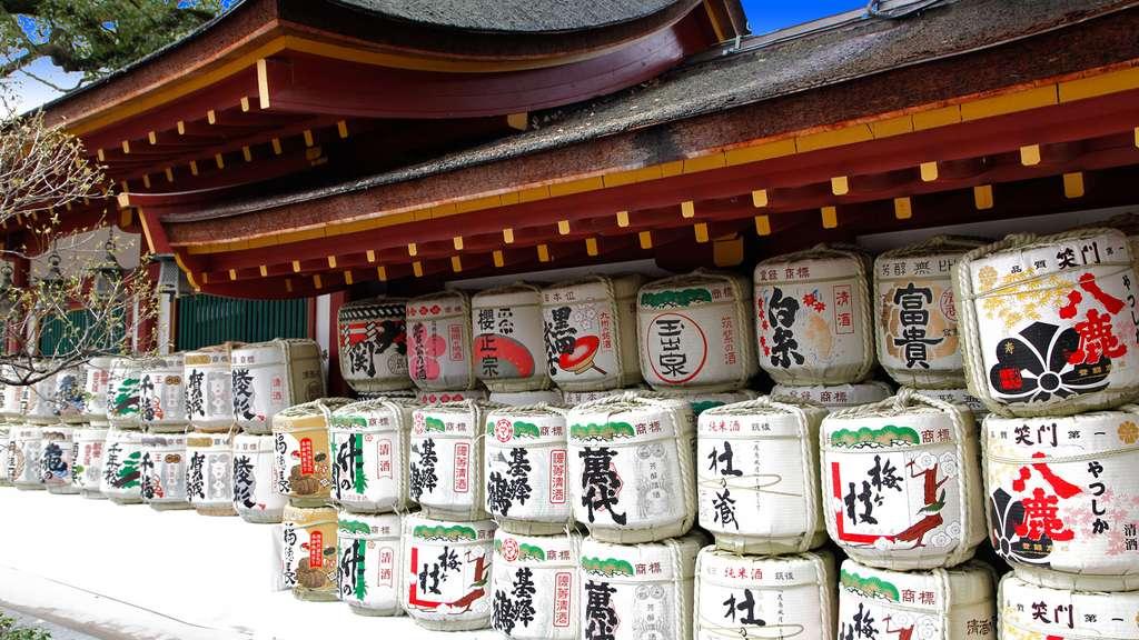 Des bidons de saké au temple de Dazaifu