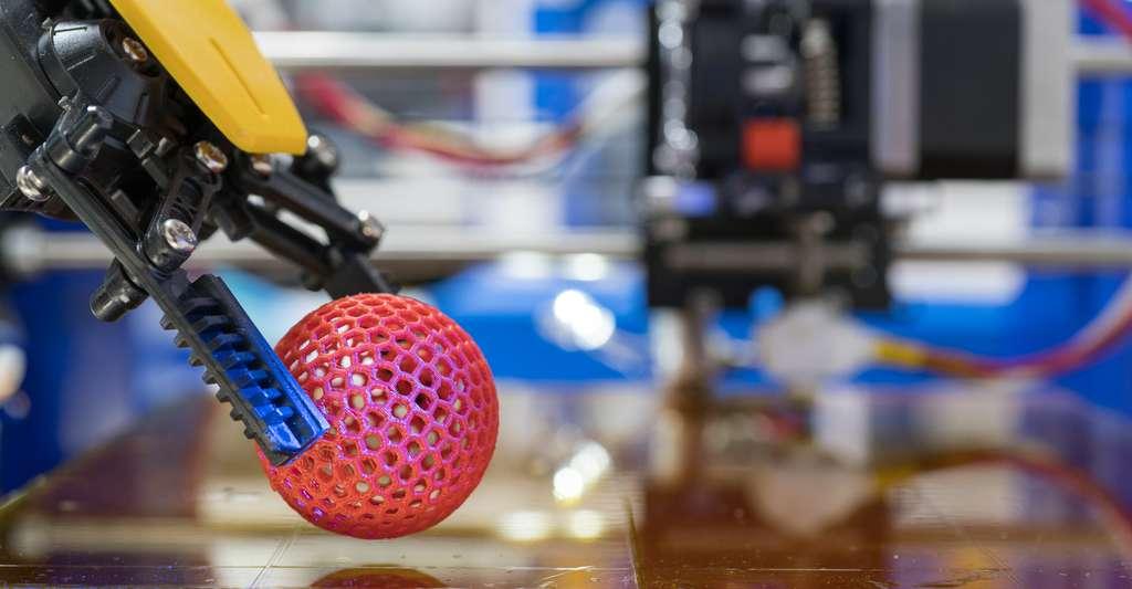 En matière de prototypage rapide, l'impression 3D présente des avantages certains. Mais également des limites. Ainsi les propriétés mécaniques — telle la résistance aux chocs — du prototype produit peuvent être éloignées de celles de la pièce finale. © science photo, Fotolia
