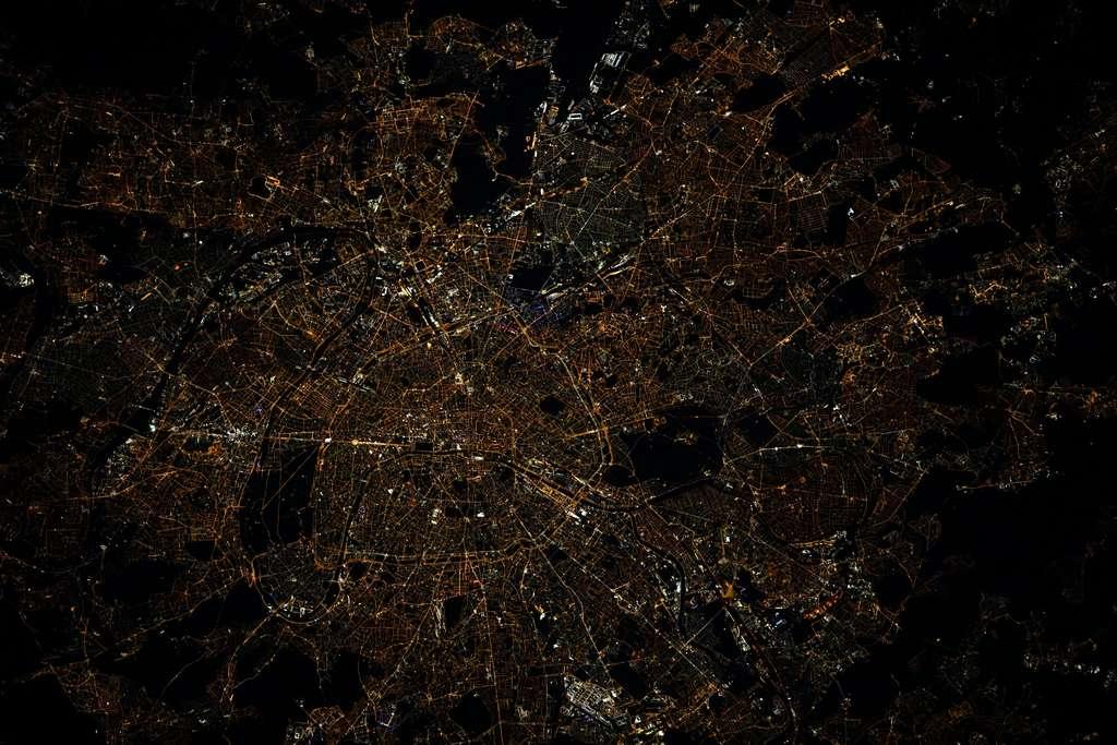 Cliché de Paris, la nuit, réalisé par l'astronaute français, en 2021. © Thomas Pesquet, Esa, Nasa