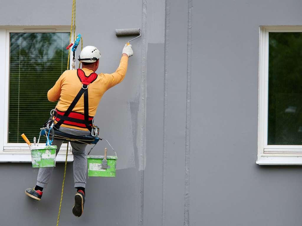 Réalisation de la peinture de façade © Tricky Shark, AdobeStock
