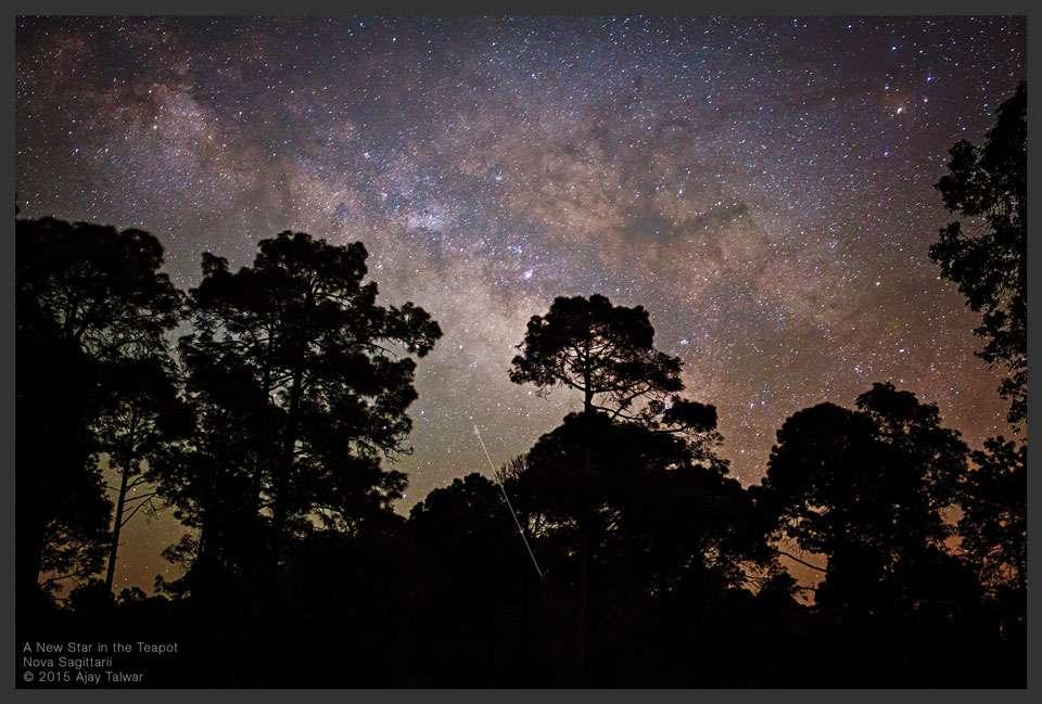 Sur cette photo prise le 21 mars dans l'Himalaya indien (Apod du 25 mars), une fine flèche indique la position de Nova Sagittarii 2015 No. 2, située dans le Sagittaire, en direction du centre galactique. Même si la luminosité décroit au fil des jours, il est encore possible de l'observer à l'aide d'une simple paire de jumelles. © Ajay Talwar, Twanight