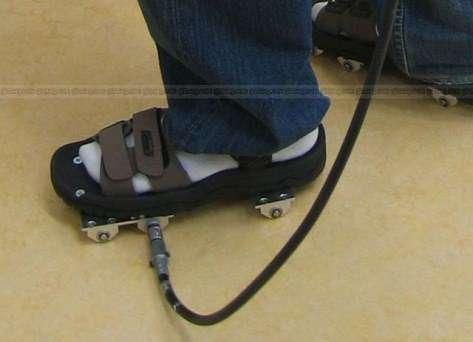 Des bottes de sept lieues bien réelles permettent de marcher dans un monde virtuel ! (Crédits : Hiroshi Tomioka/Hiroaki Yano/Hiroo Iwata/Université de Tsukuba)
