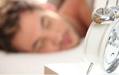 Études, travail, enfants... Les situations de stress, moins fréquentes chez les personnes âgées, expliqueraient leur meilleur sommeil. © Phovoir