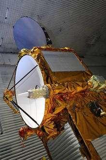 Doris (au premier plan, sur Jason-2) permet de déterminer l'orbite avec une précision de l'ordre du centimètre de n'importe quel satellite qu'il l'embarque. Le système est basé sur la mesure du décalage Doppler des signaux émis. © Cnes / Thales Alenia Space