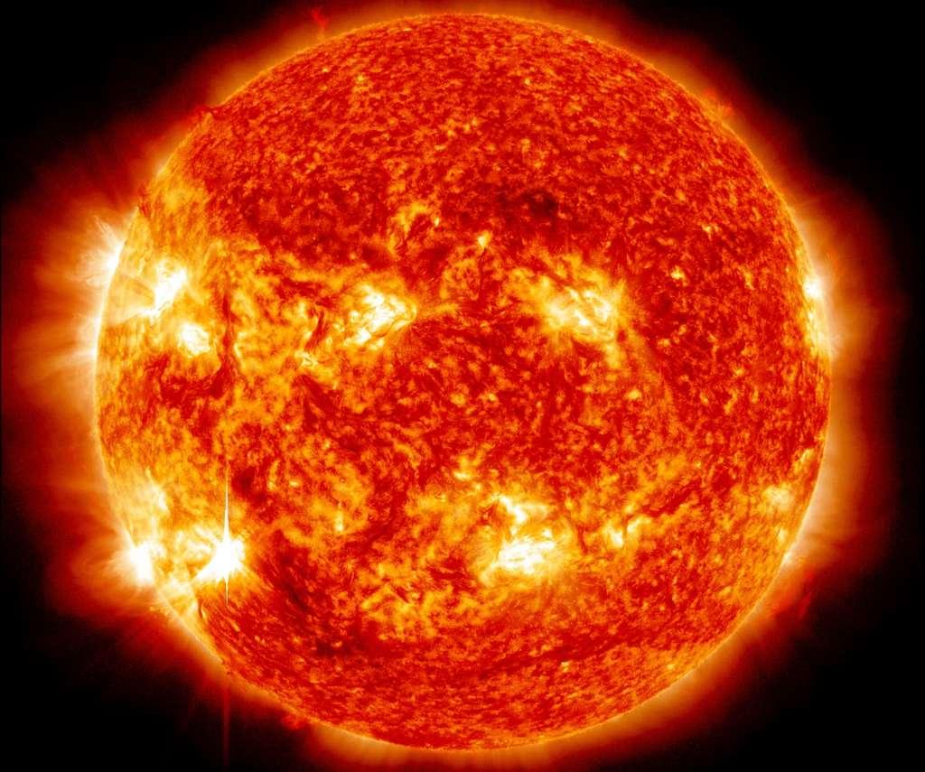 La surveillance de l'activité solaire est importante pour l'Homme et la Terre, les astronautes et les satellites qui évoluent dans l'espace. Ici, une image du Soleil prise avec le satellite SDO. © Nasa, SDO
