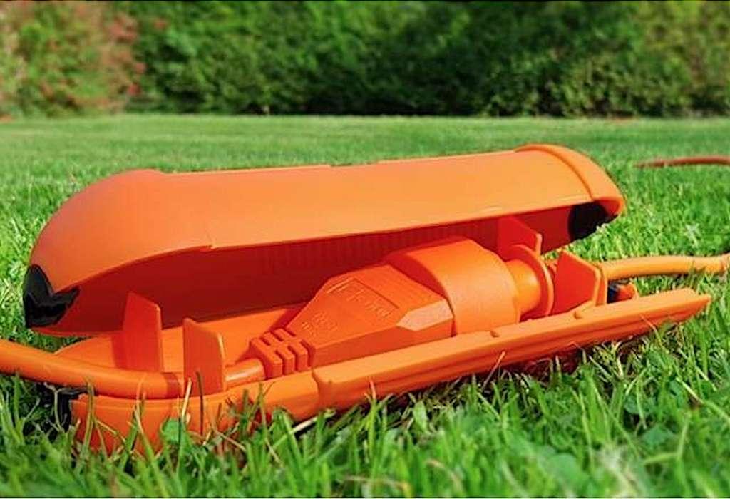 Le boîtier de connexion étanche apporte une protection supplémentaire sur un sol mouillé ou dans un environnement soumis à d'importantes projections d'eau. © Delblex