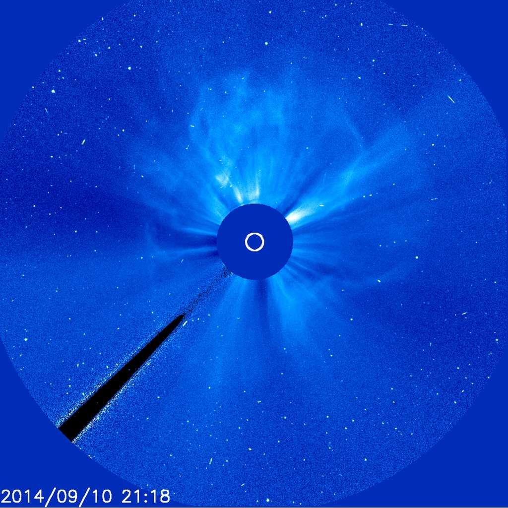 Le Soleil, masqué ici par le coronographe Lasco C3 de Soho, exulte, dispersant un intense vent solaire (CME) après une puissante éruption en direction de la Terre classée X 1.6. Cela s'est produit le 10 septembre 2014. Voir la vidéo ici (29 Mo). © Nasa, Esa, Soho