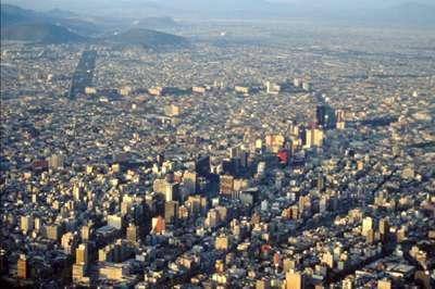 Vue aerienne du centre ville de Mexico par temps exceptionnellement clair. © IRD / Claude DEJOUX