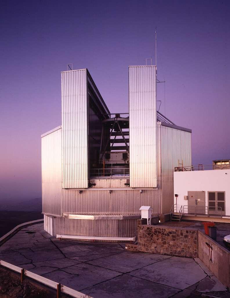 Le New Technology Telescope (NTT), un des fleurons de l'observatoire de La Silla au Chili. © ESO