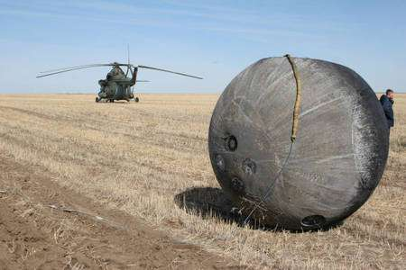 La capsule Foton-M3 avec les échantillons de roche Stone-6 fixés dans les cercles à gauche de la capsule. Crédit : Europlanet