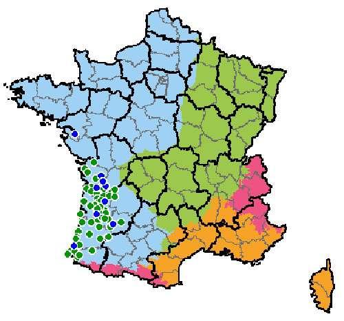 Carte de localisation du vison d'Europe. En vert, rose, jaune et bleu : les domaines biogéographiques. Les points bleus représentent les sites très importants pour l'espèce, les points verts indiquent les sites importants. © Natura 2000