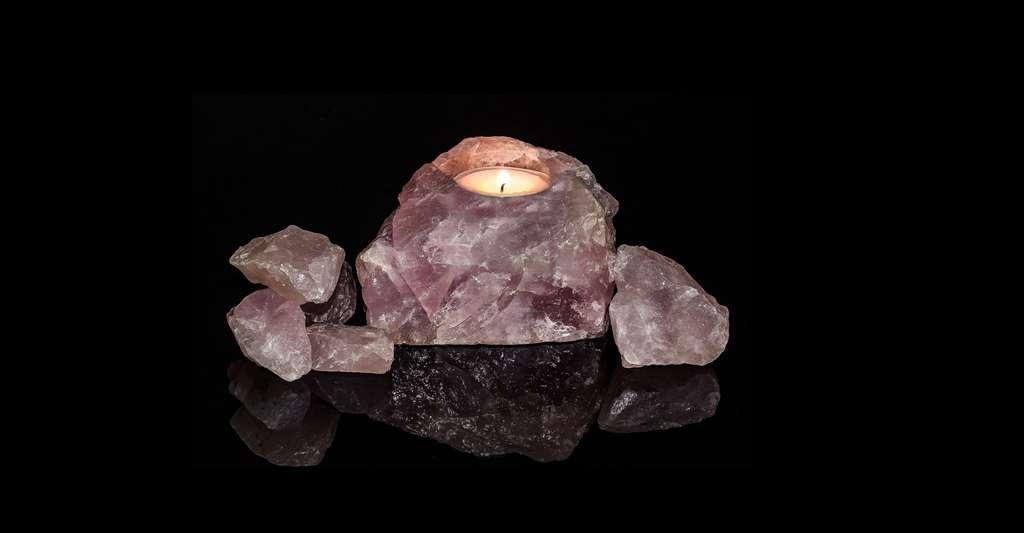 Zoom sur la transparence et l'éclat des minéraux. Ici, du quartz rose. © Myriams-Fotos, CCO