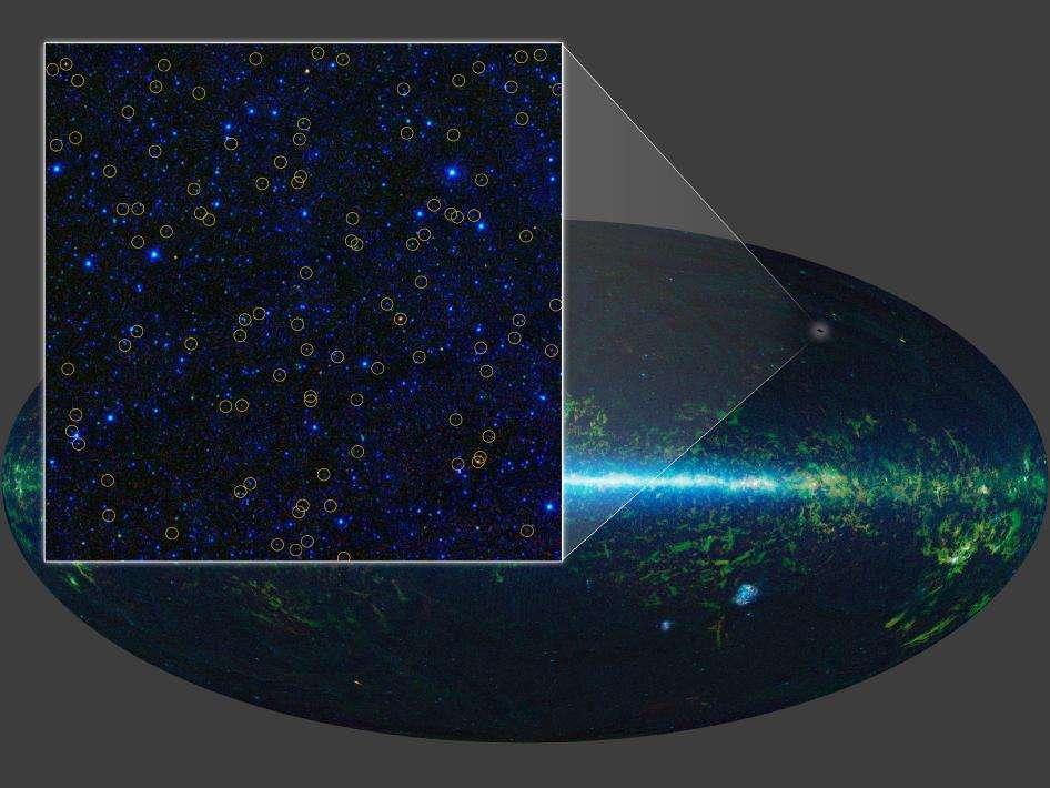 Sur l'arrière plan, les fausses couleurs de la voûte céleste observée avec les instruments de Wise. En zoomant, on voit plus clairement la position des nouveaux candidats au titre de trous noirs supermassifs détectés et qui sont signalés par des cercles jaunes les entourant. © Nasa