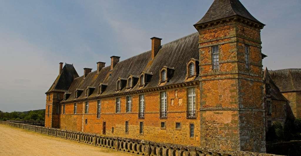 Le château de Carrouges, un autre lieu d'intérêt des Alpes mancelles. © Fabian Dany, Wikimedia Commons, CC by-sa 2.5